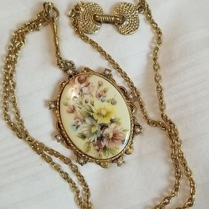 Jewelry - Gorgeous Vintage Denise Gold Floral Pearl Necklace